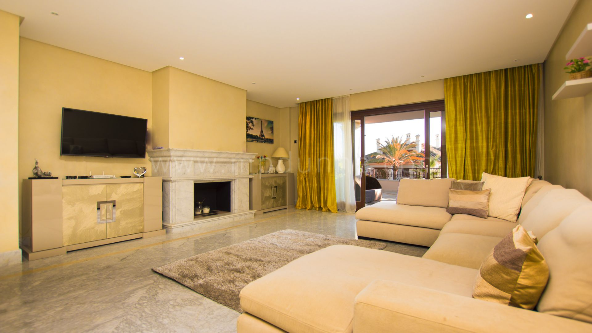 Apartment for sale in Los Monteros, Marbella East