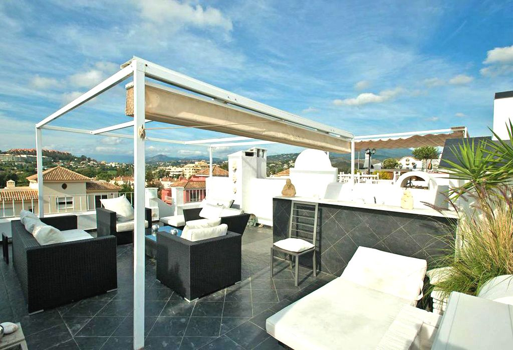 Town House for sale in Aloha Pueblo, Nueva Andalucia