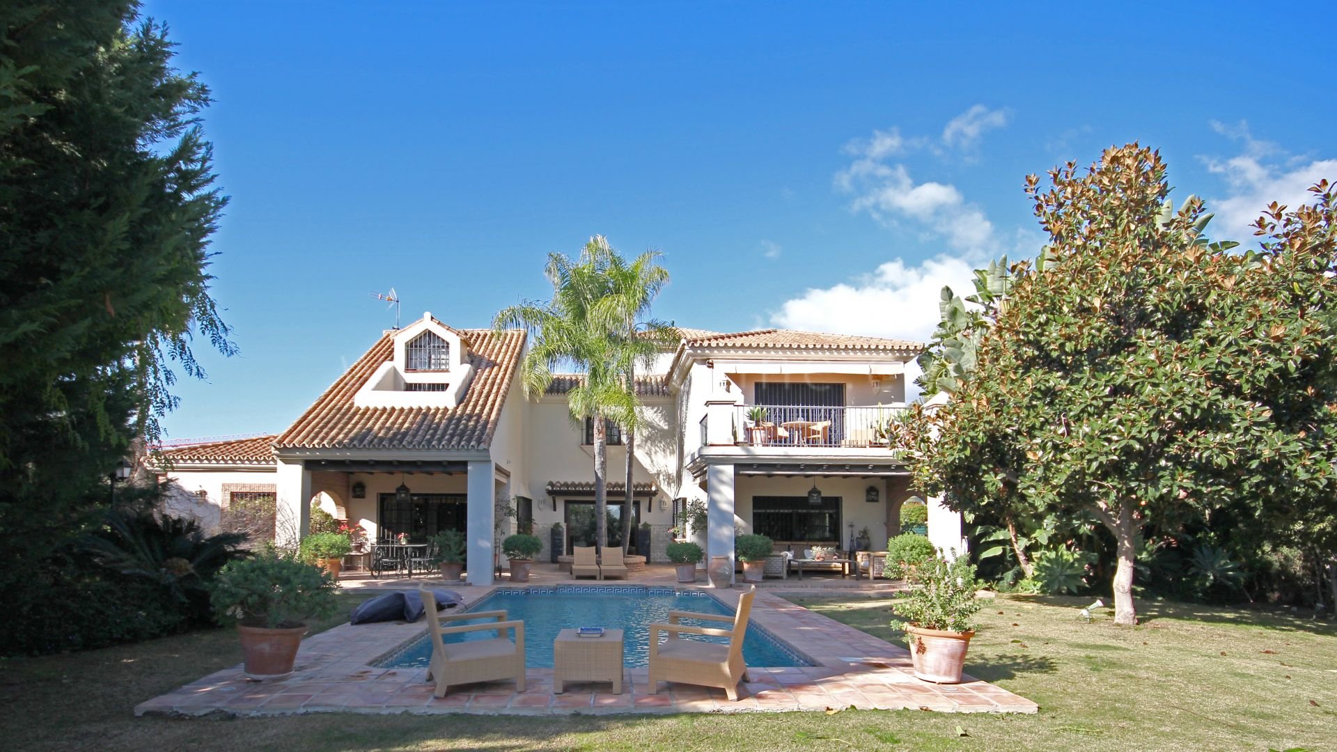 Villa for sale in Haza del Conde, Nueva Andalucia