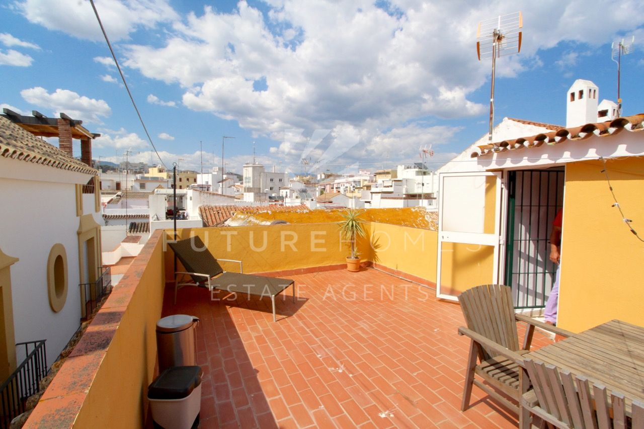 Old town Estepona - House for sale with private roof terrace!