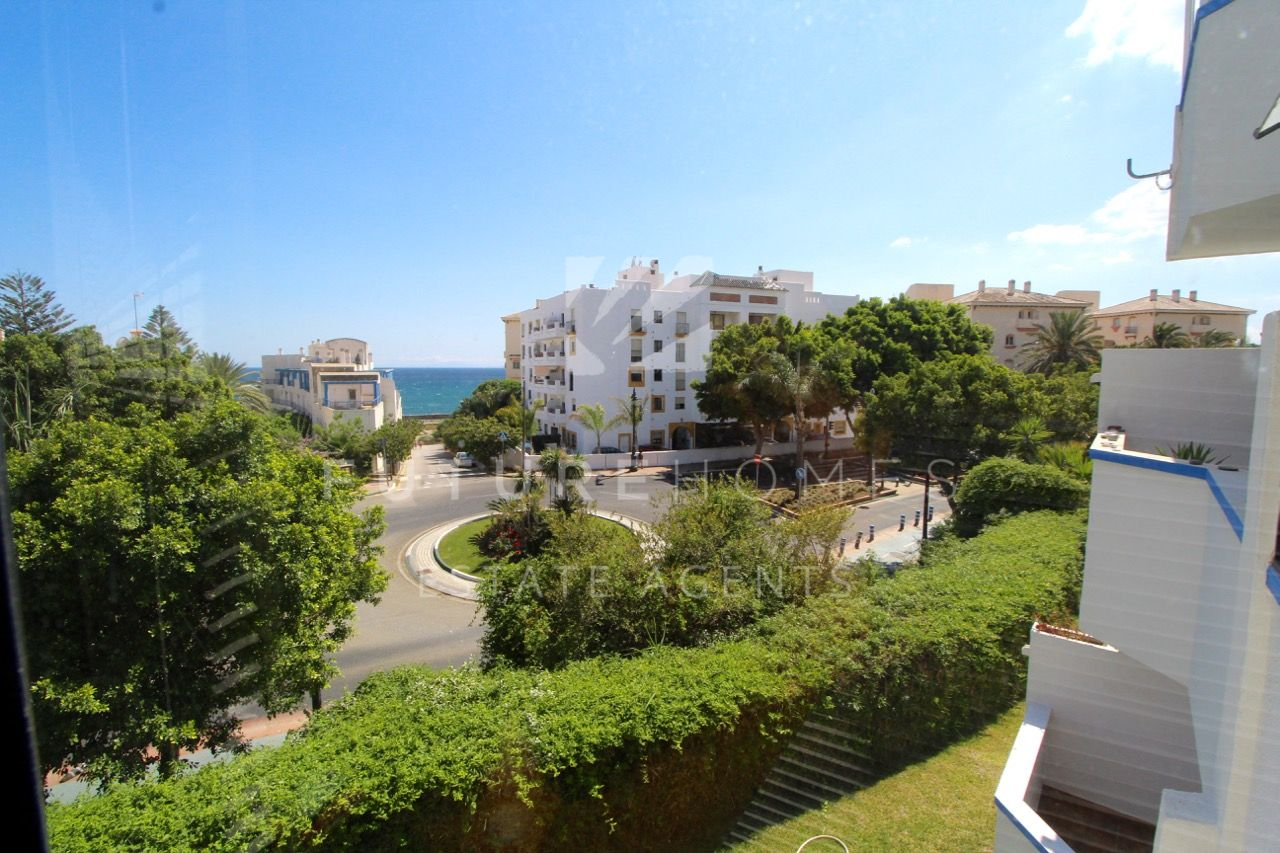 Sunny two bedroom apartment next to Estepona port!