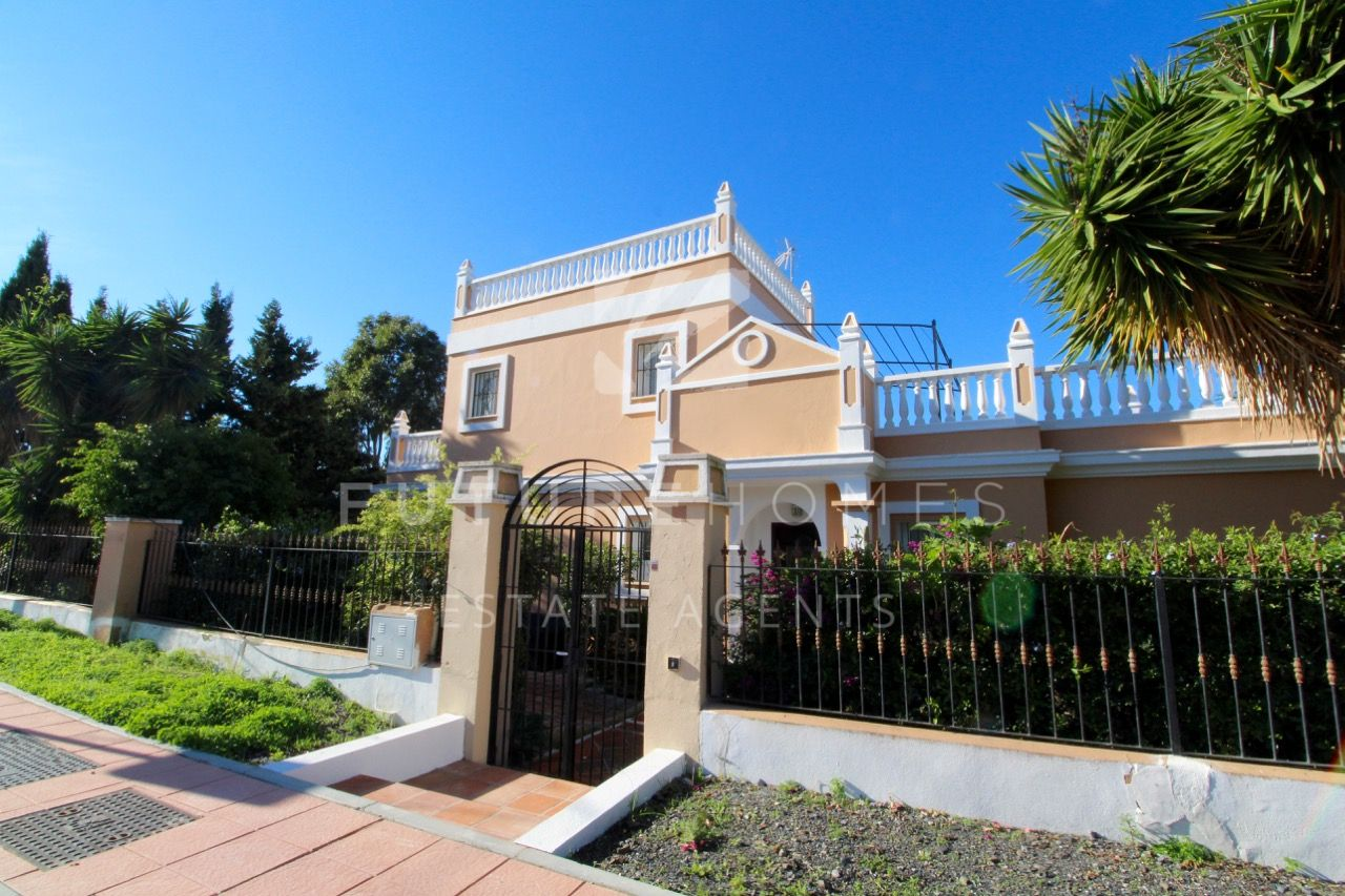 Large detached villa in Valle Romano, 5km from Estepona Port!
