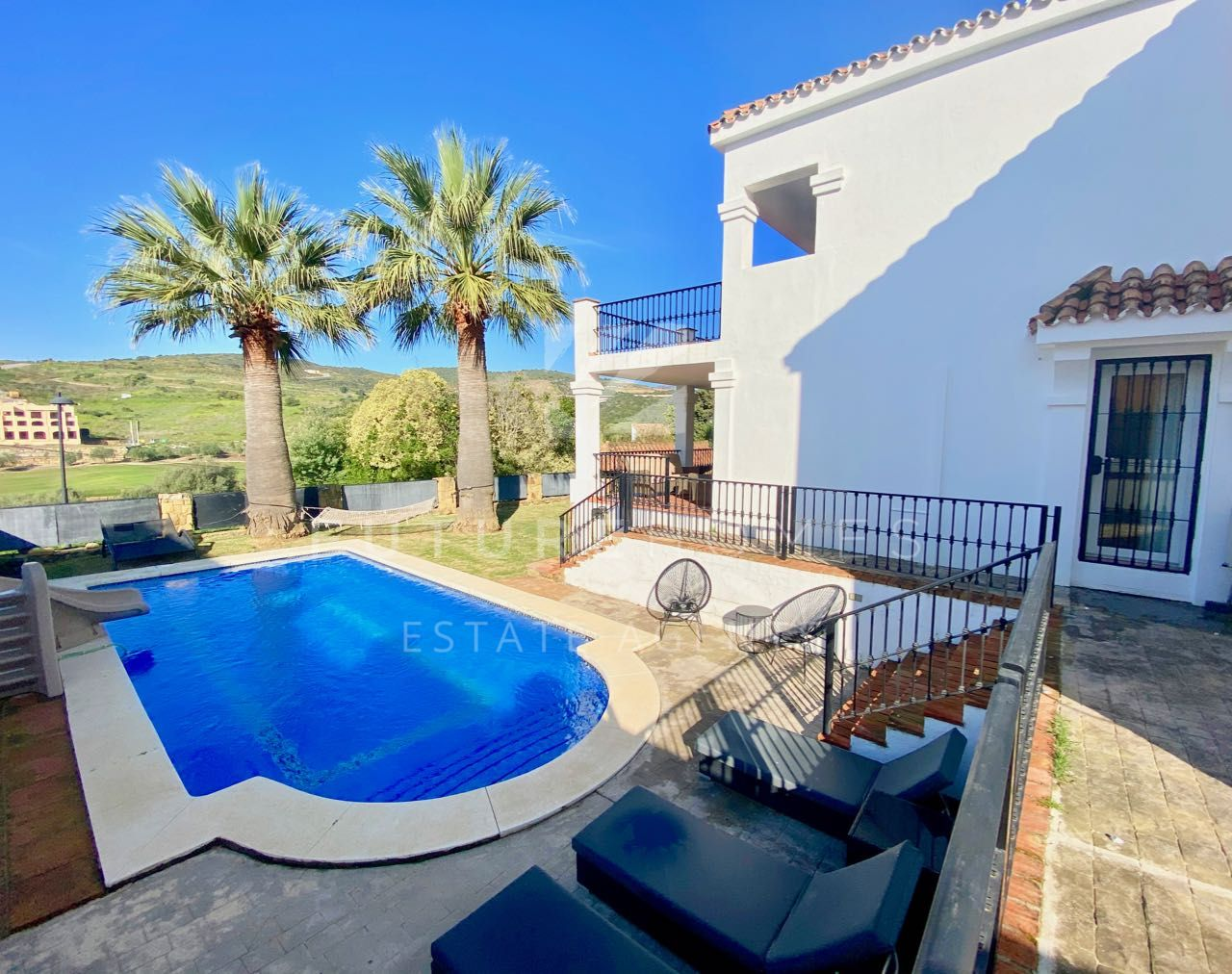 Superb villa for sale in Valle Romano with swimming pool and open West facing views