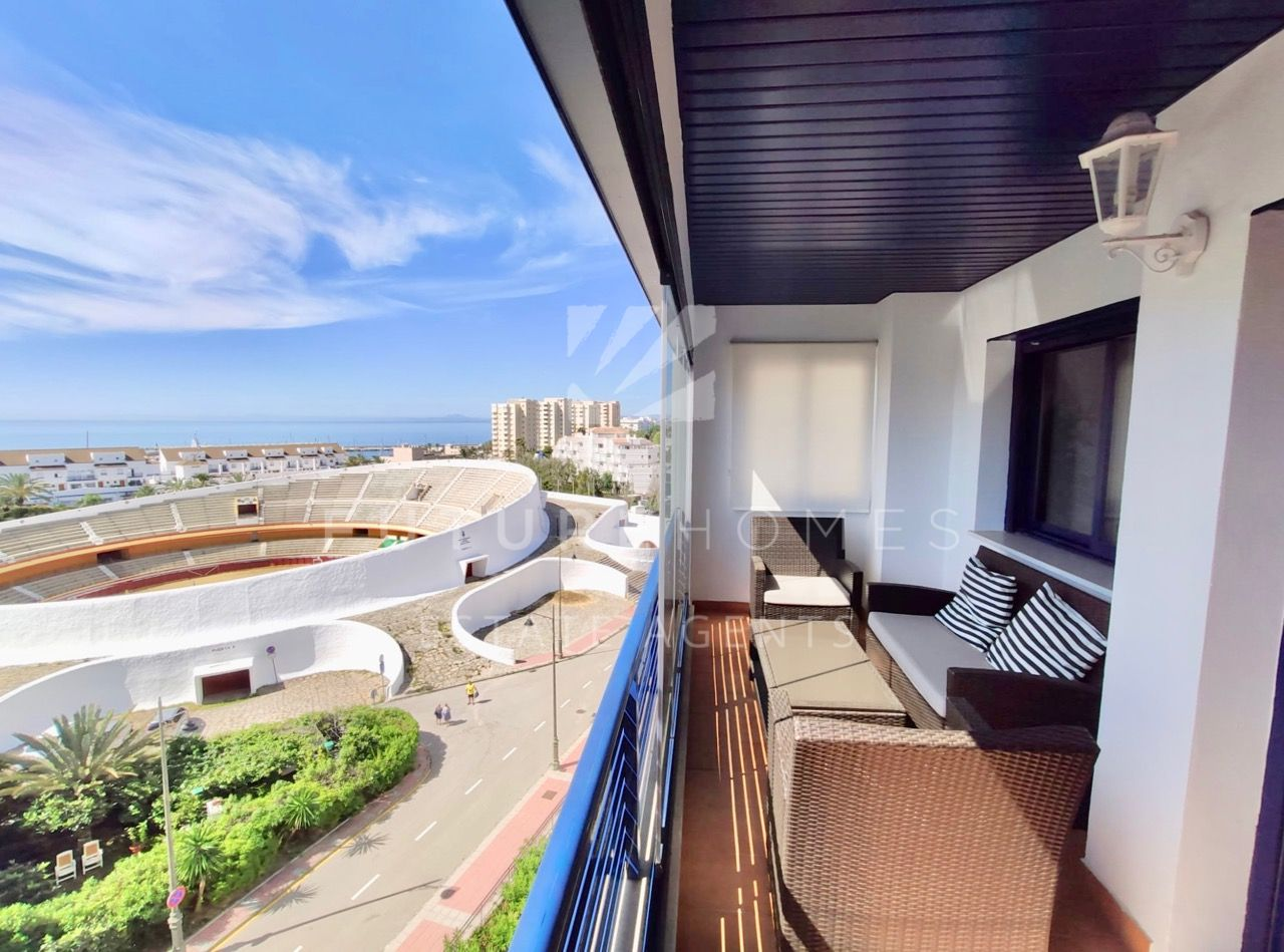Apartment for sale in Estepona port with sea views! Garage and Storeroom