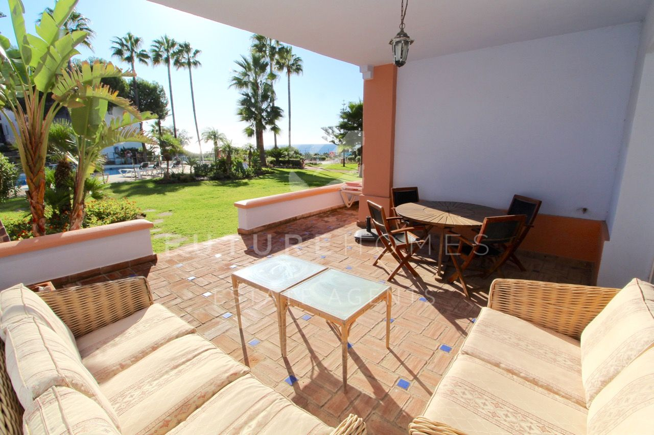 Beautiful front line beach ground floor apartment in La Perla de la Bahia!