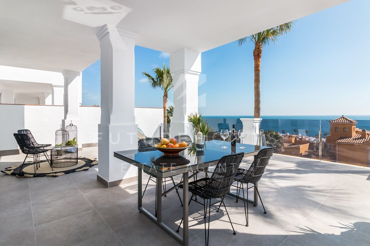 Modern apartment with large terrace and amazing views only 200 metres from the sea!
