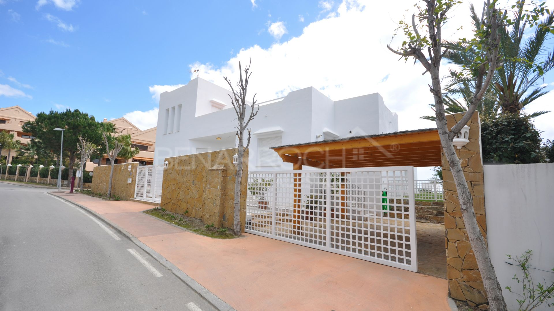 Capanes sur, contemporary villa with open views in Benahavis