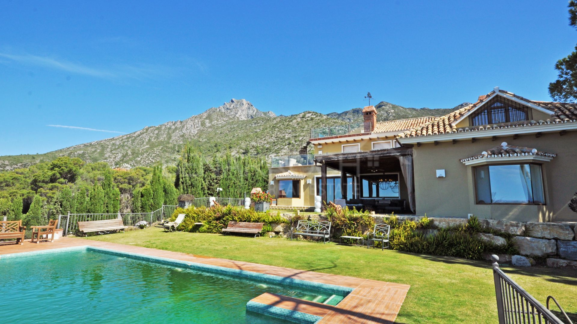 Villa with panoramic views in Sierra Blanca, Marbella