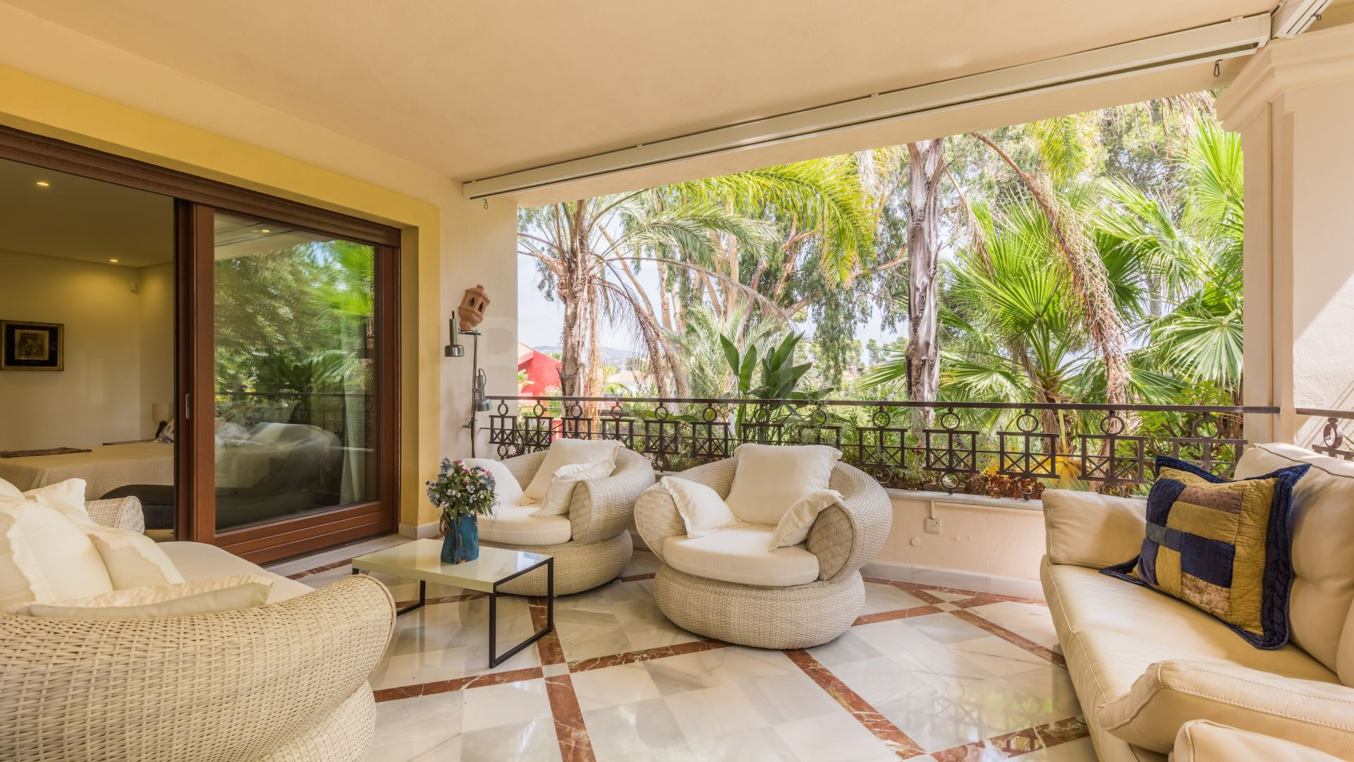 Apartment in Los Monteros Playa, Marbella East