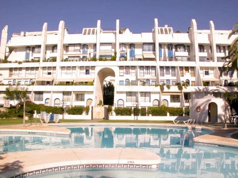 Marbella Centro, Spacious Duplex Apartment near Beach