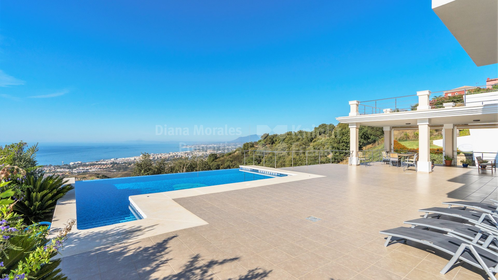 Los Altos de los Monteros, Villa with sea views in Altos de Los Monteros