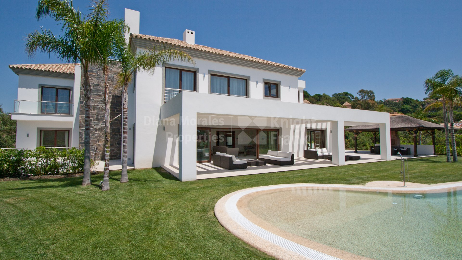 Luxury contemporary villa with golf views in La Zagaleta