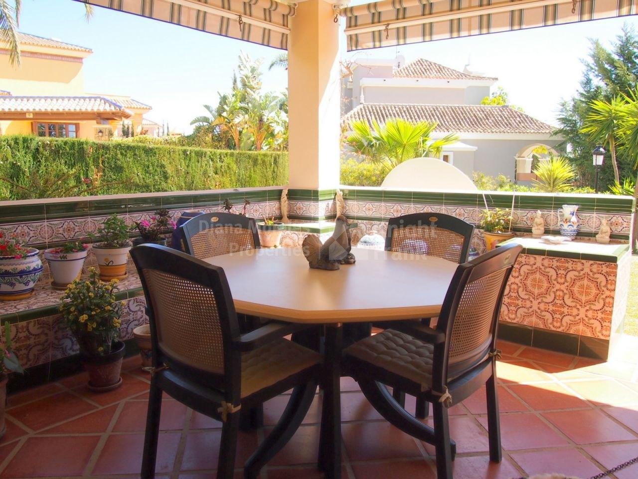 Apartamento en zona tranquila en elviria apartamento for Jardines de santa maria elviria