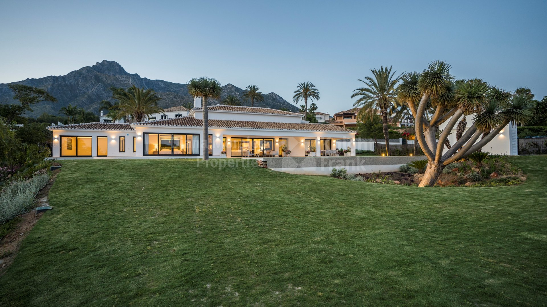 Nagüeles, Exquisite villa on the slopes of Sierra Blanca