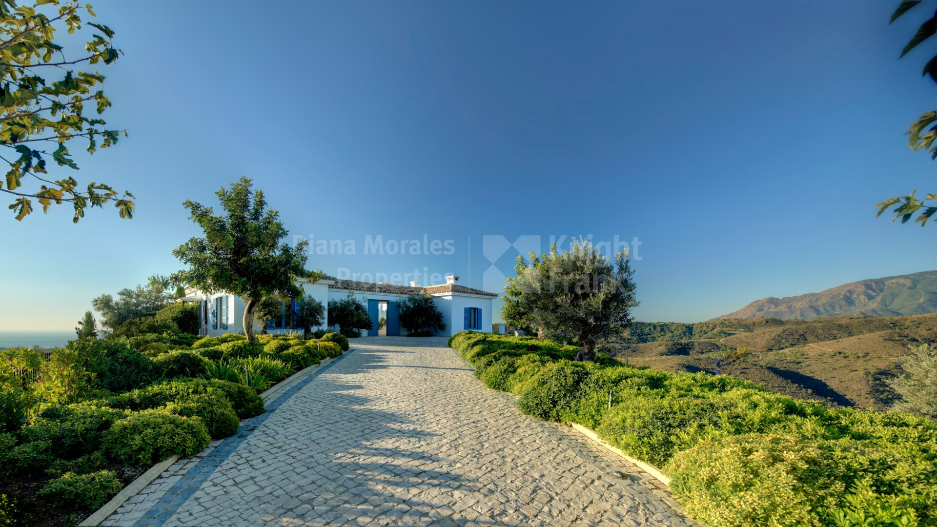Monte Mayor, Spacious and Private Villa with Fantastic Sea Views