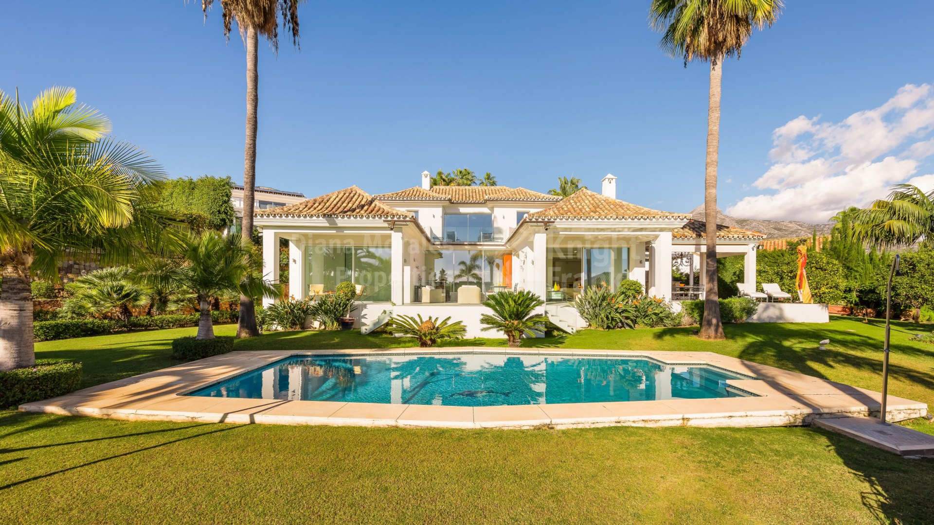 Nueva Andalucia, Villa in the heart of the Golf Valley