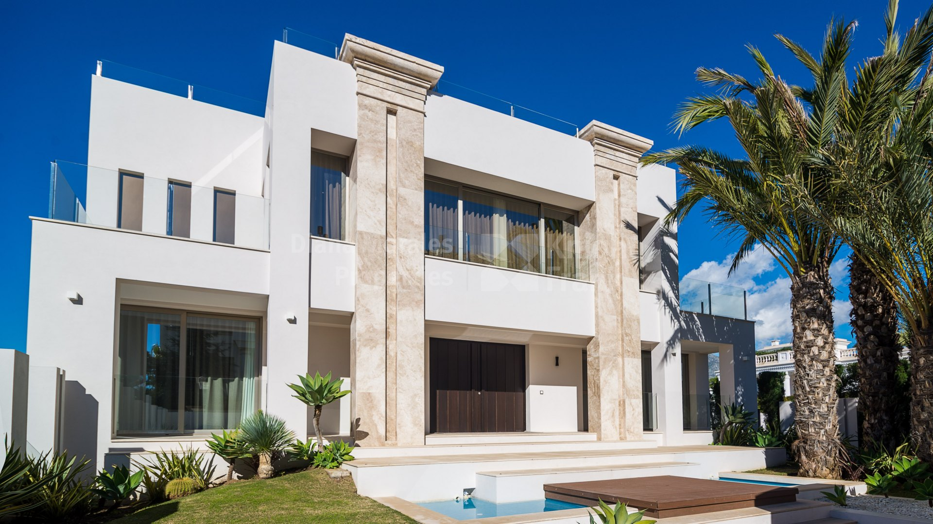 Marbella Golden Mile, Newly built contemporary villa within walking distance to the beach