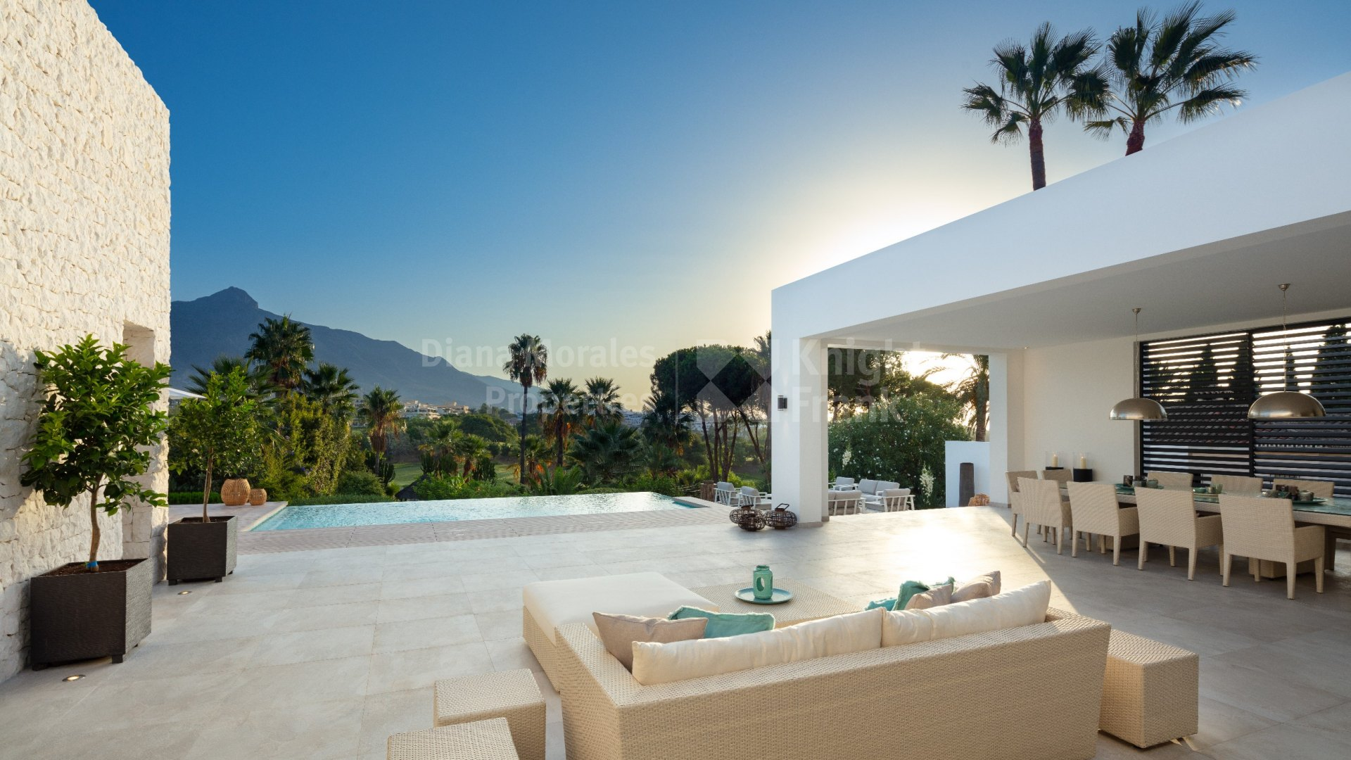 Las Brisas, Second-line golf modern villa in a quiet and private street