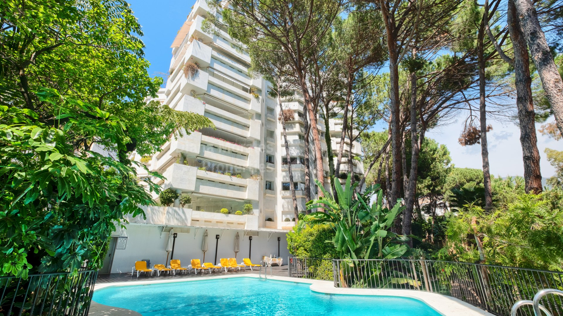 Jardín del Mediterráneo, Beachside apartment for sale in town