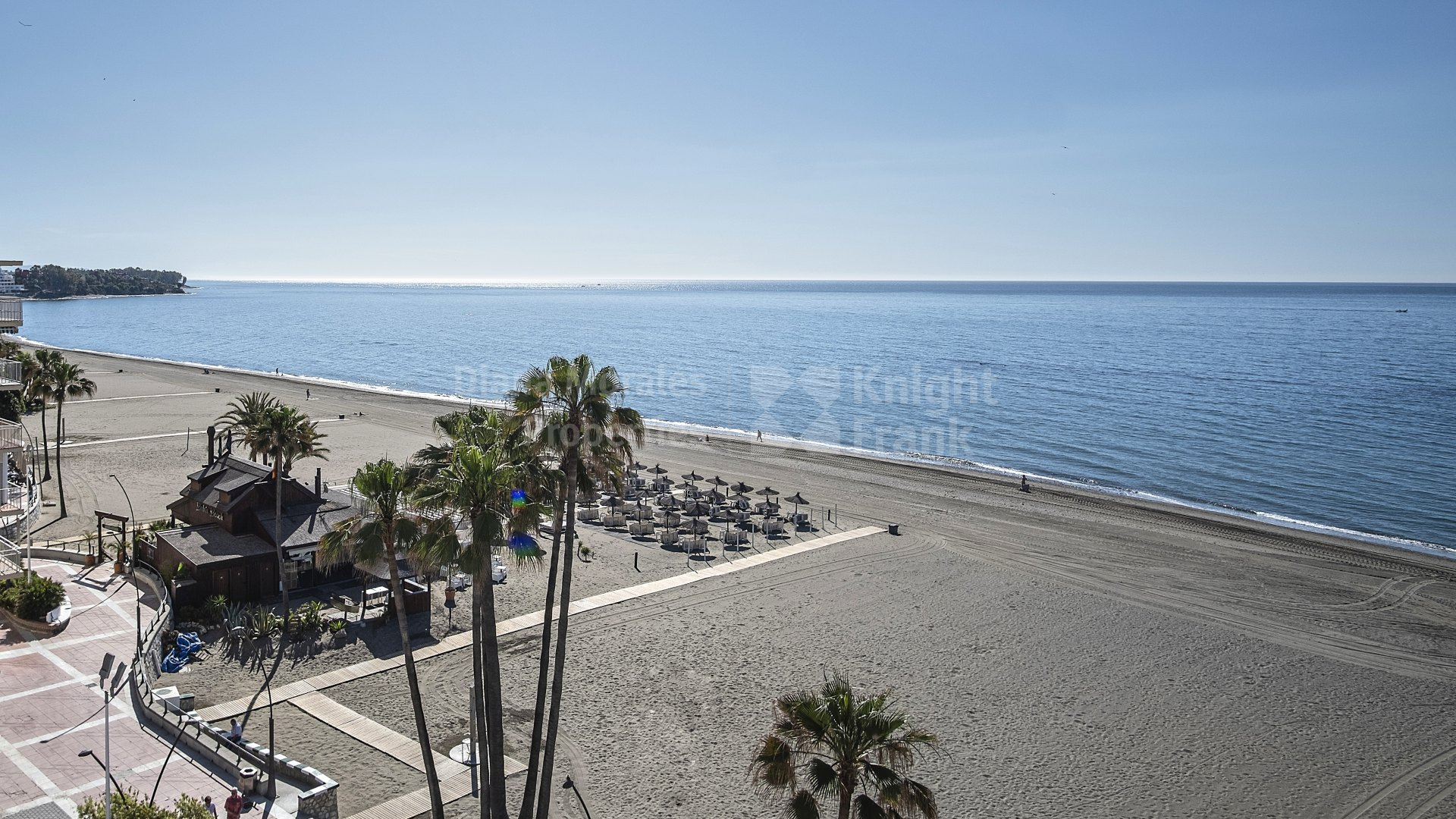 Estepona Playa, Charming two bedroom apartment in front of the sea