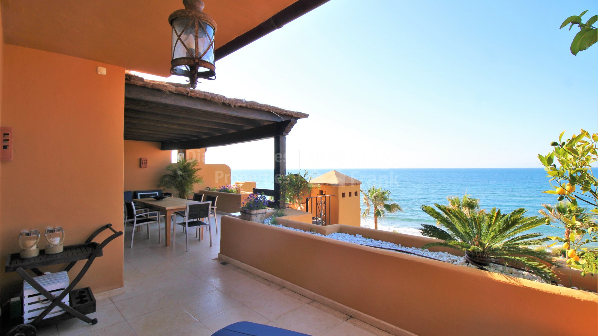 Los Granados del Mar, Frontline beach apartment