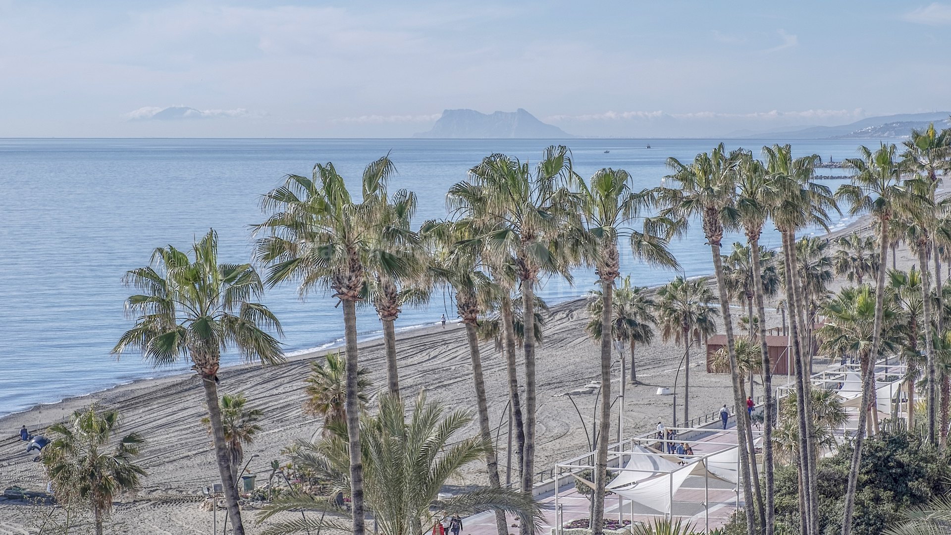 Estepona Playa, Luxury apartment on the beachfront