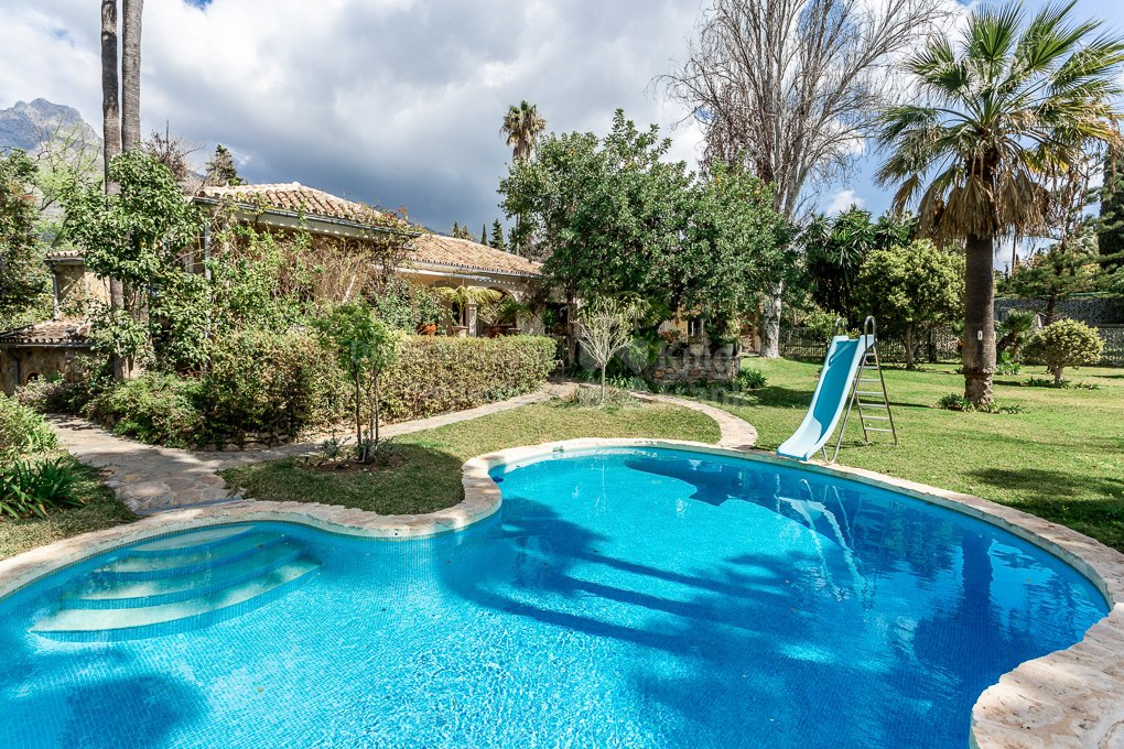 Marbella Hill Club, Villa on a large plot with great potential