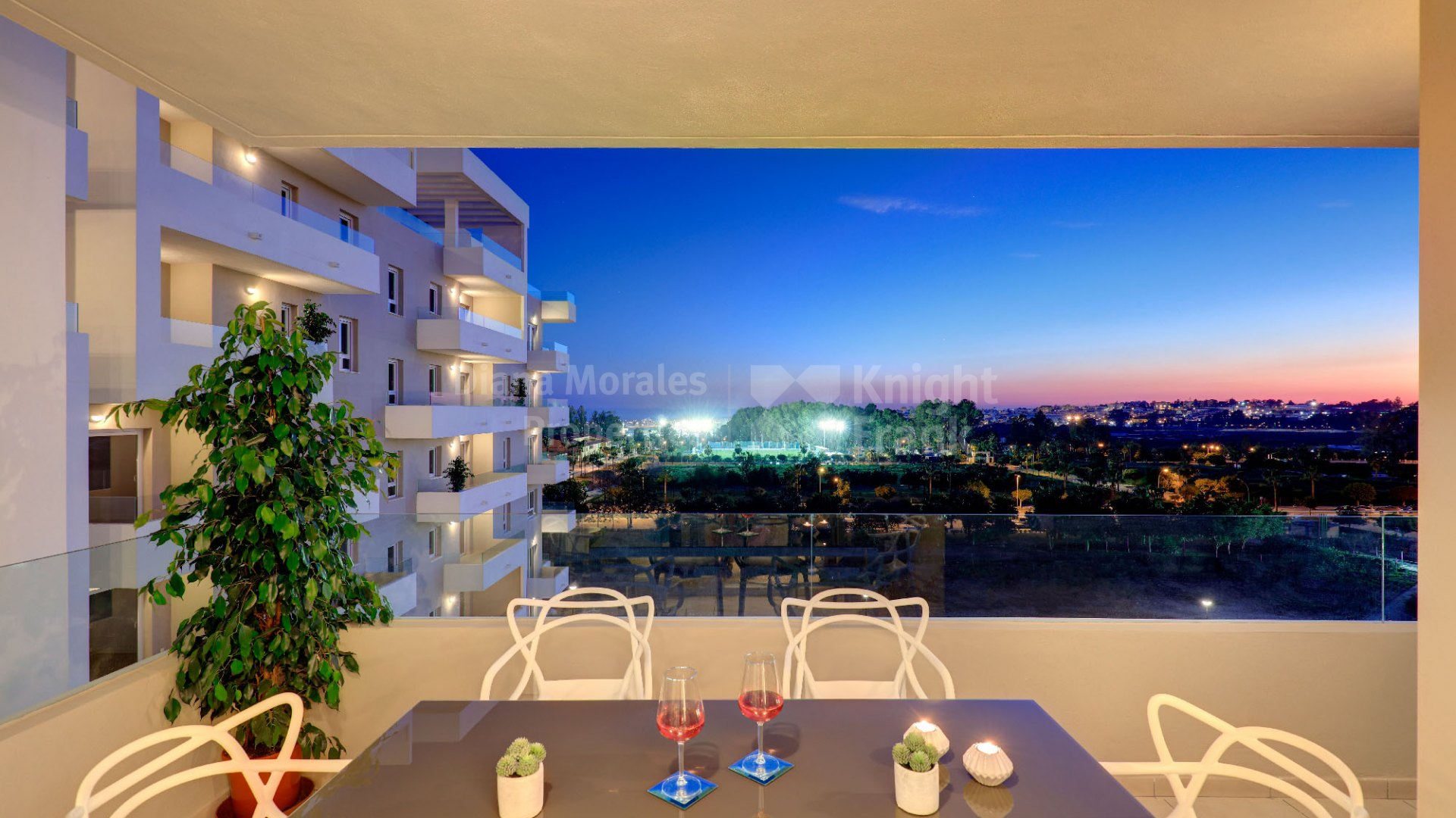 Nueva Andalucia, Penthouse in a recently built building near all kinds of services