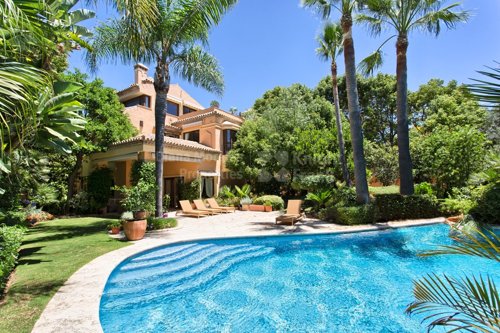 Very private villa in Altos de Puente Romano