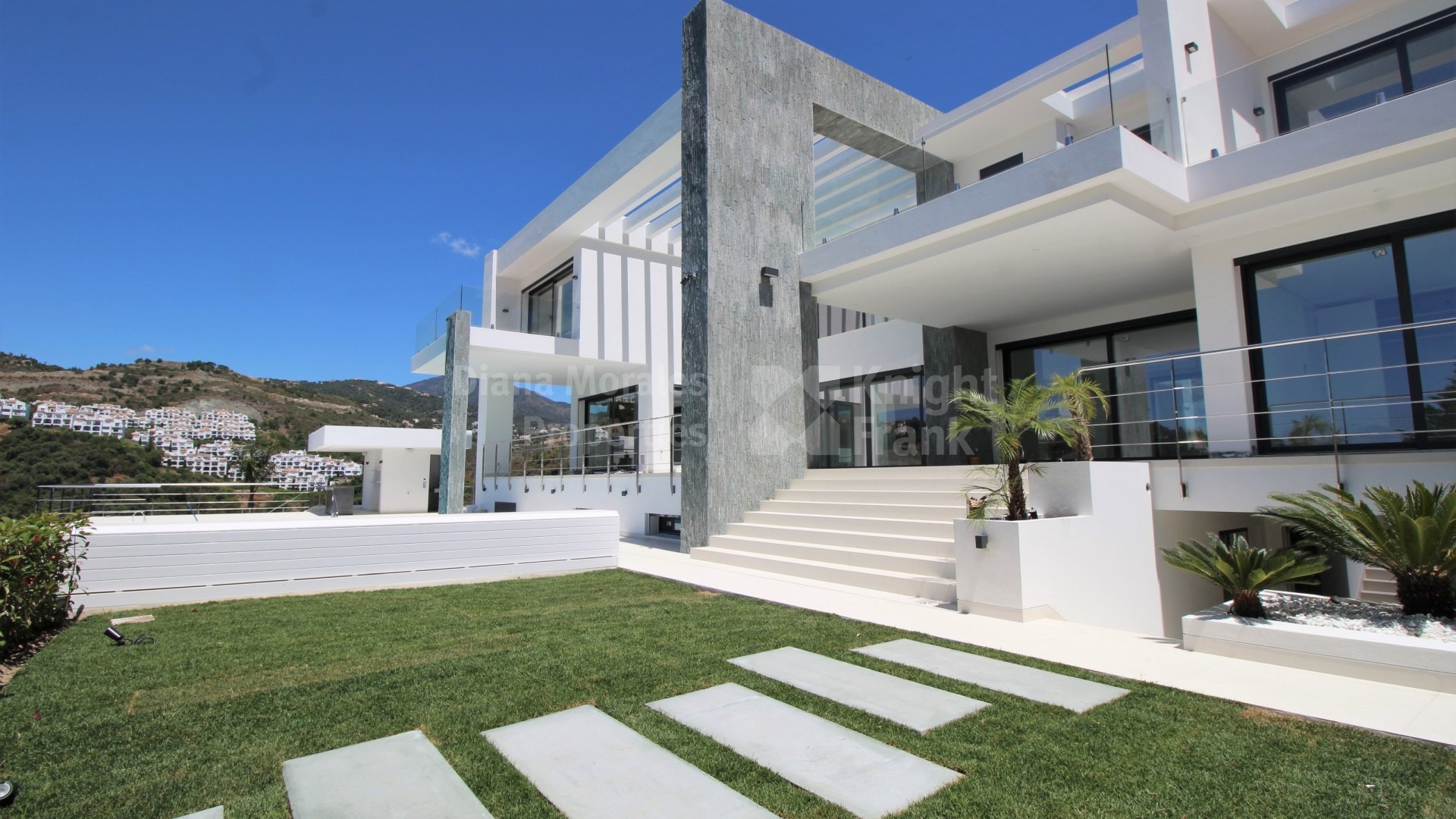 Vega del Colorado, Modern Villa in Gated Community