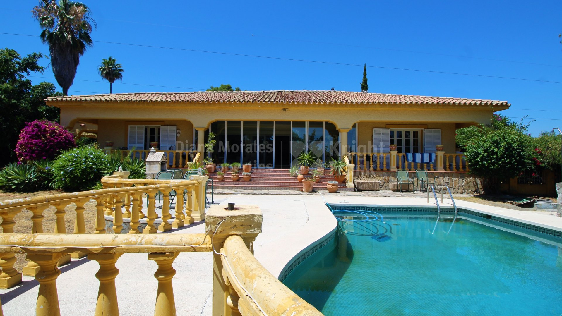 Single level villa in El Paraiso Medio