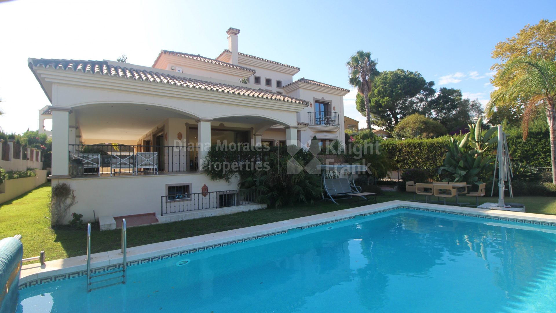 Nueva Andalucia, Lovely Villa With Sea and Golf Views
