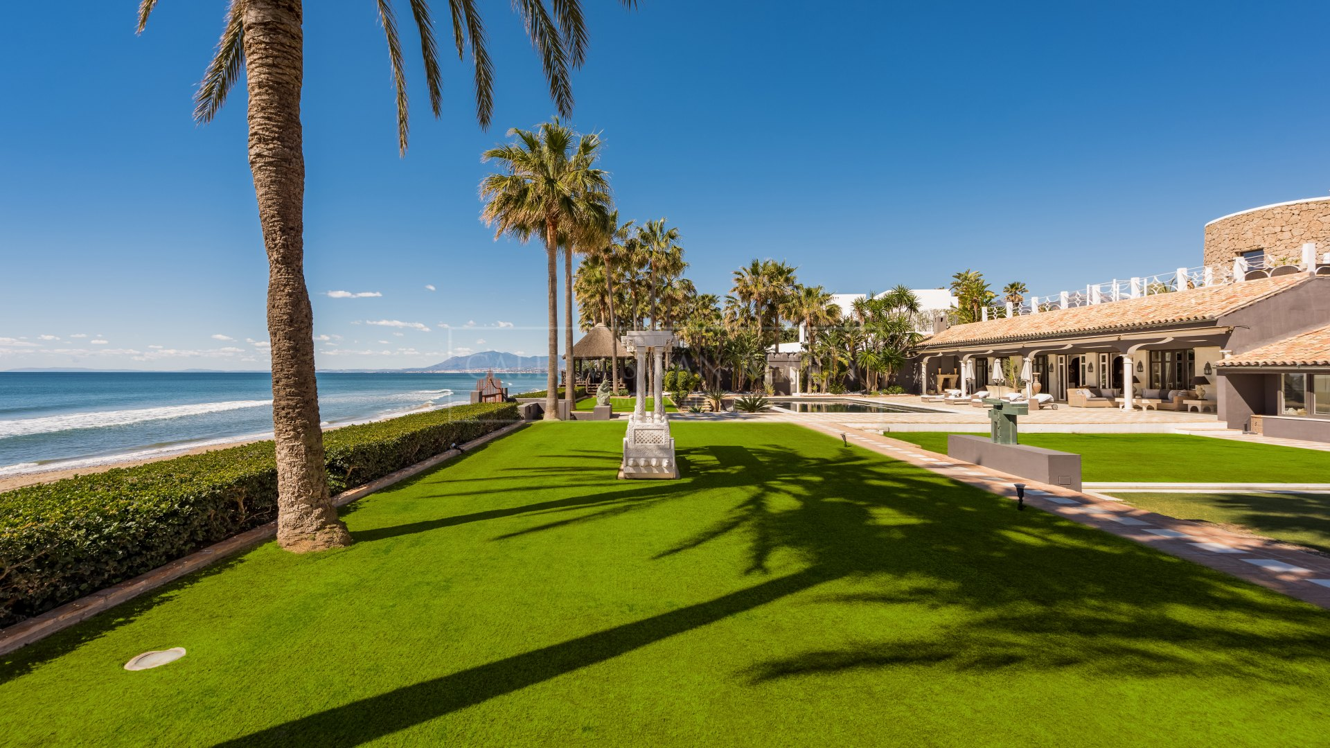 Villa for sale and rent in Los Monteros Playa, Marbella East