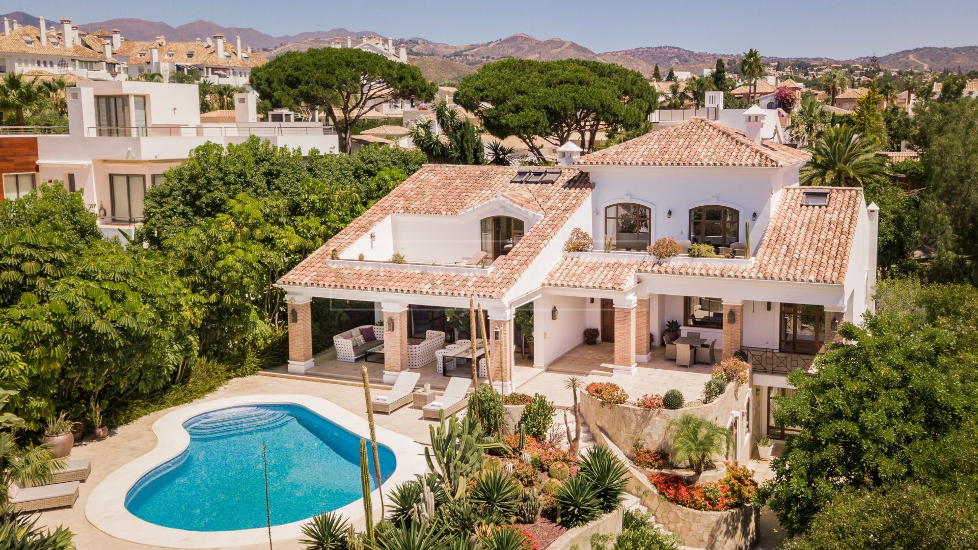 Charming family villa a short walk from the beach in Las Chapas