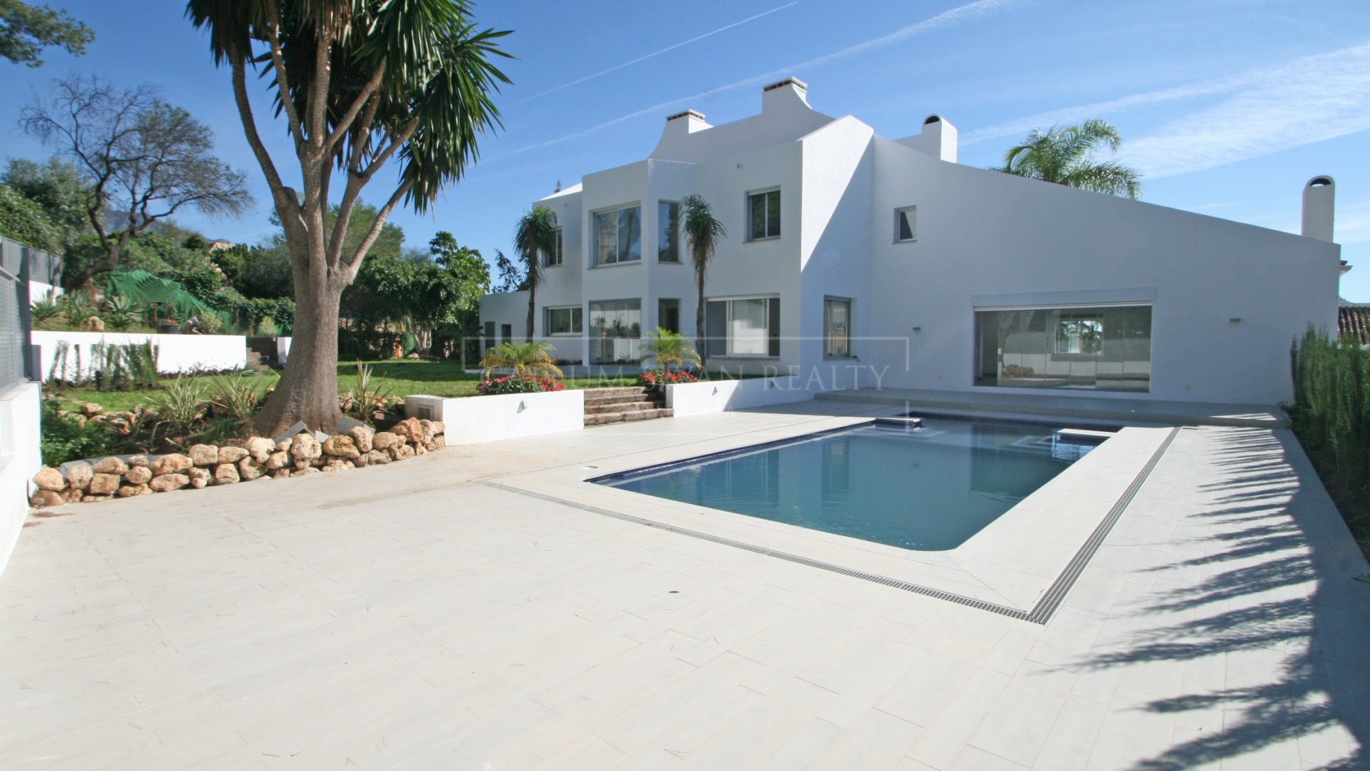 Brand new contemporary family villa frontline golf