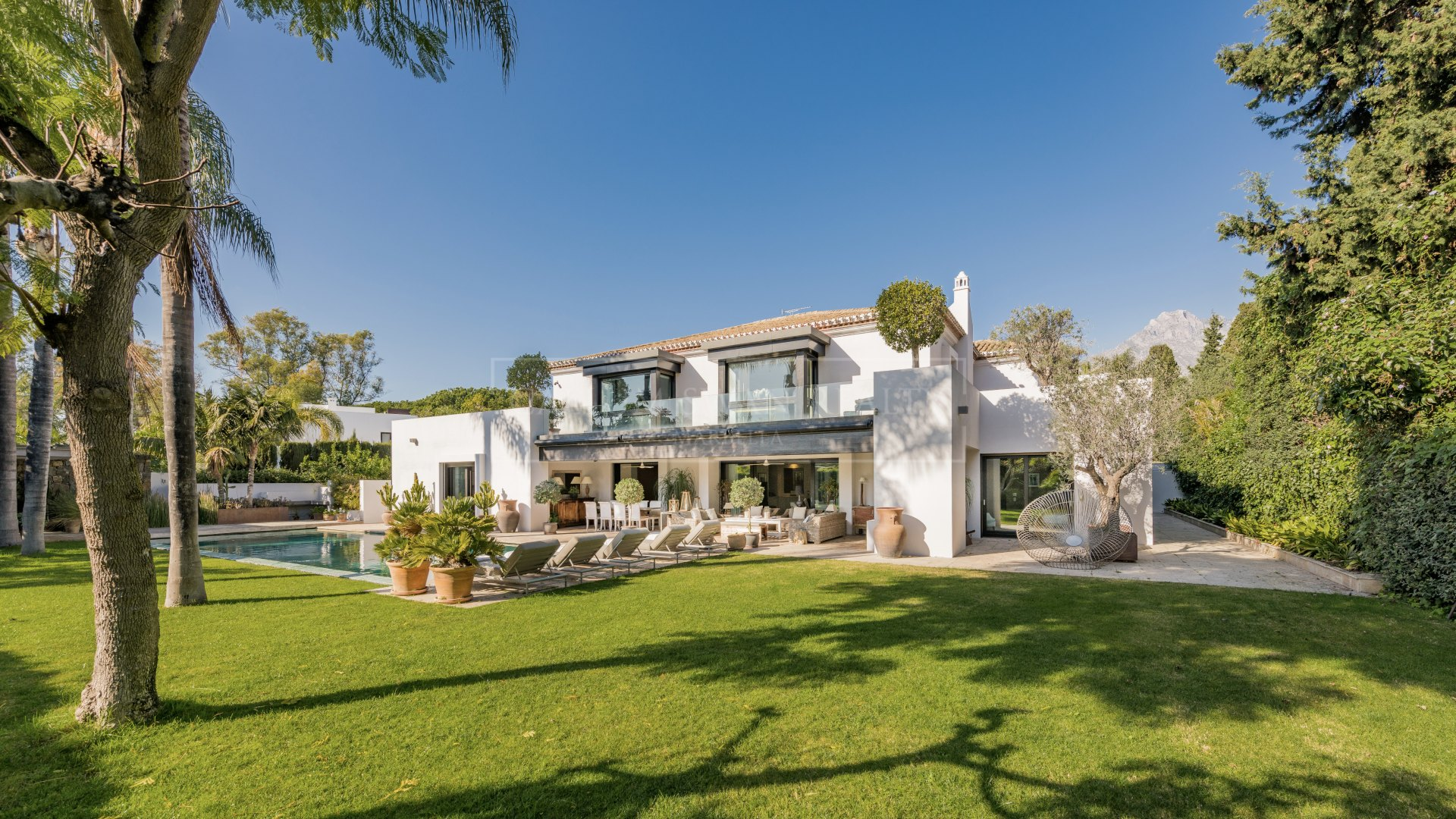 Impressive beachside property for sale within the Marbella Club