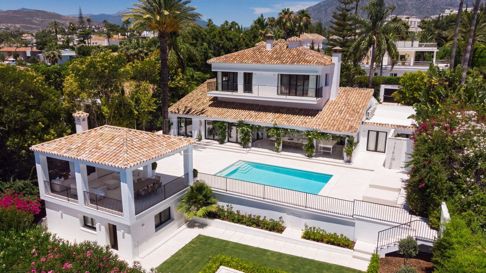 Charming luxury villa for sale in Parcelas del Golf