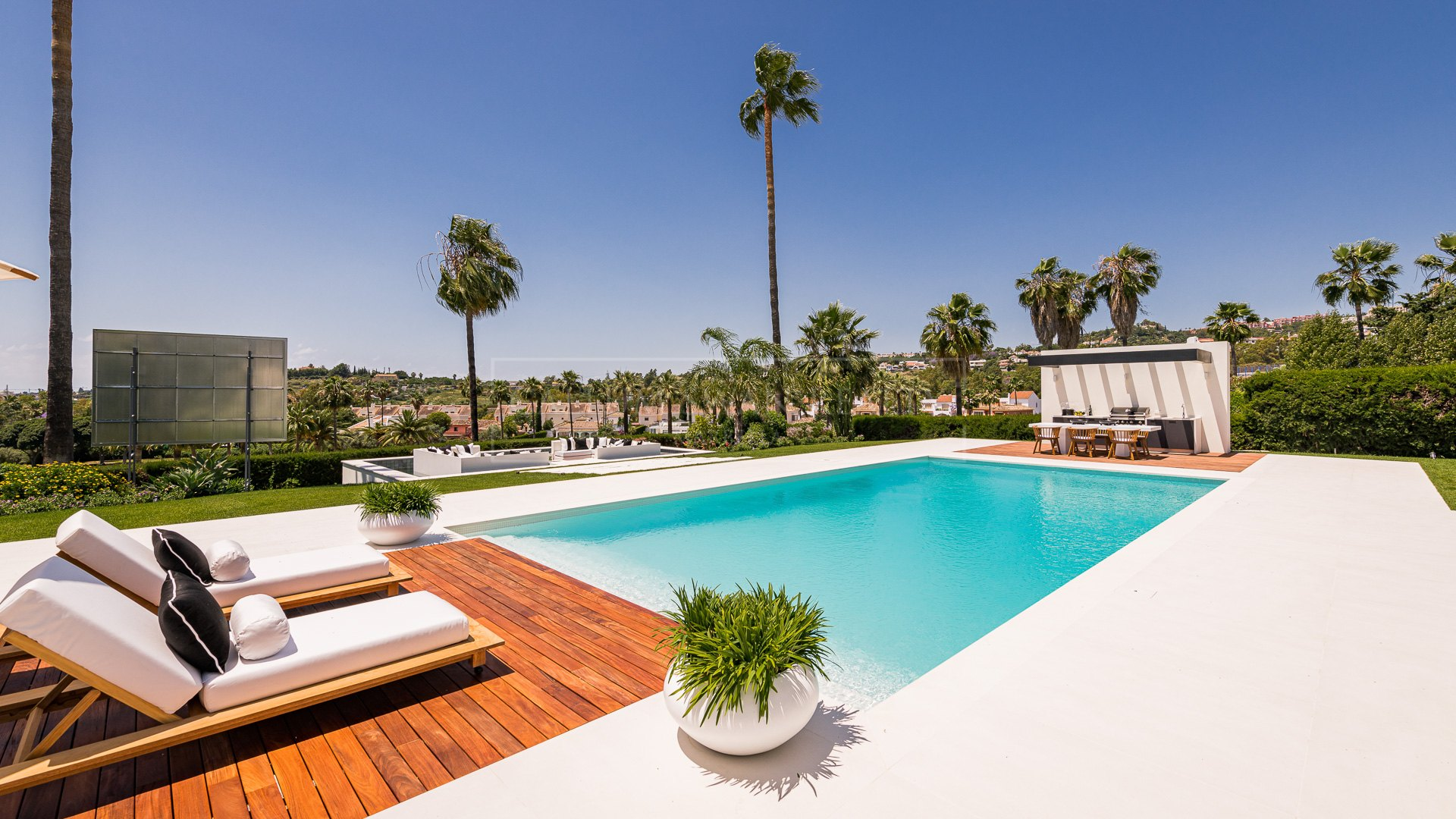 Villa for sale in Los Naranjos Golf, Nueva Andalucia
