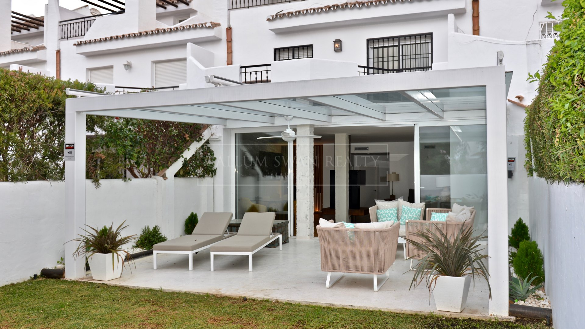 Town House for sale in Los Naranjos, Nueva Andalucia