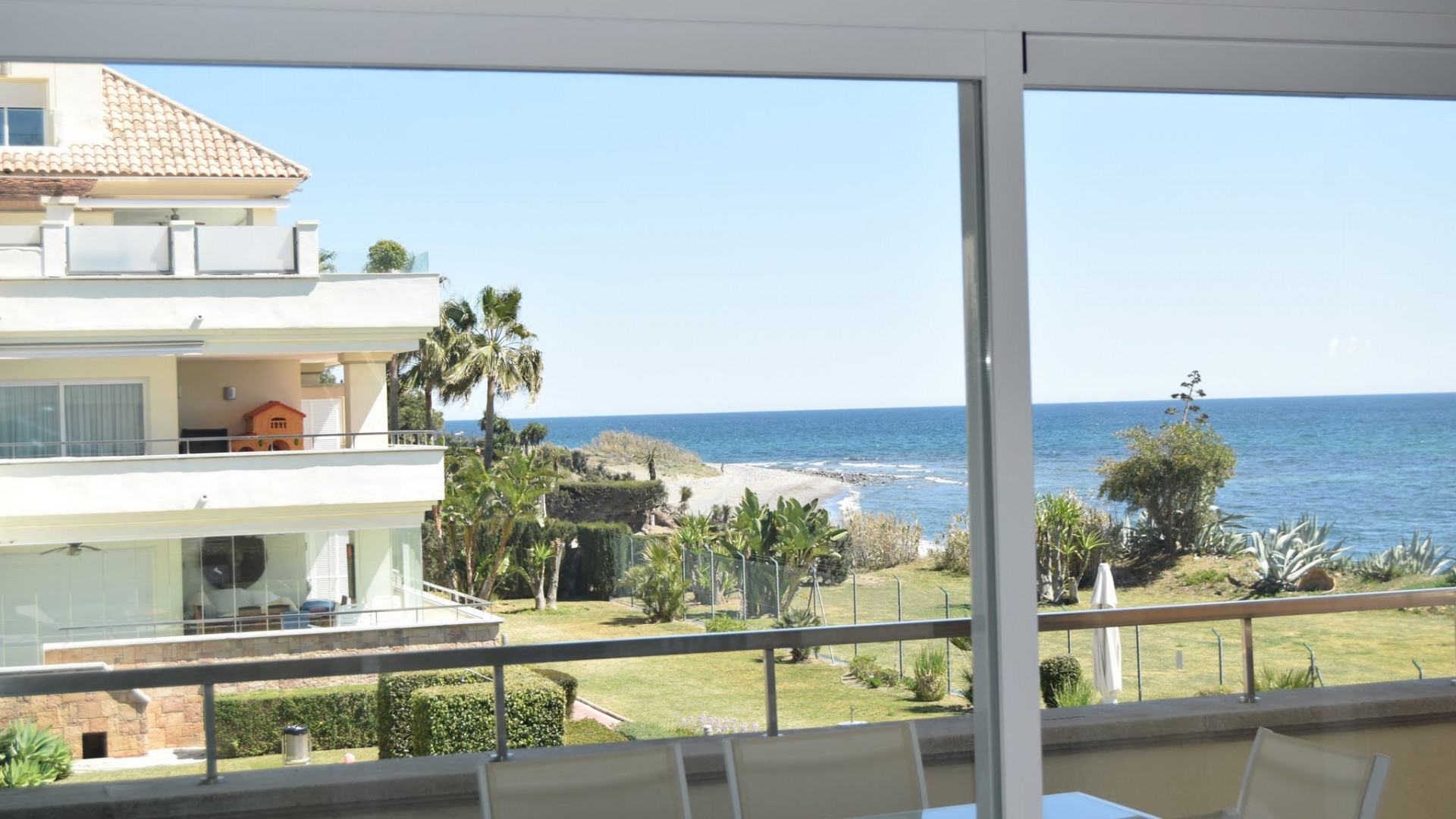Baños Romanos Casares:Propiedades en venta en Guadalmansa Playa, Estepona