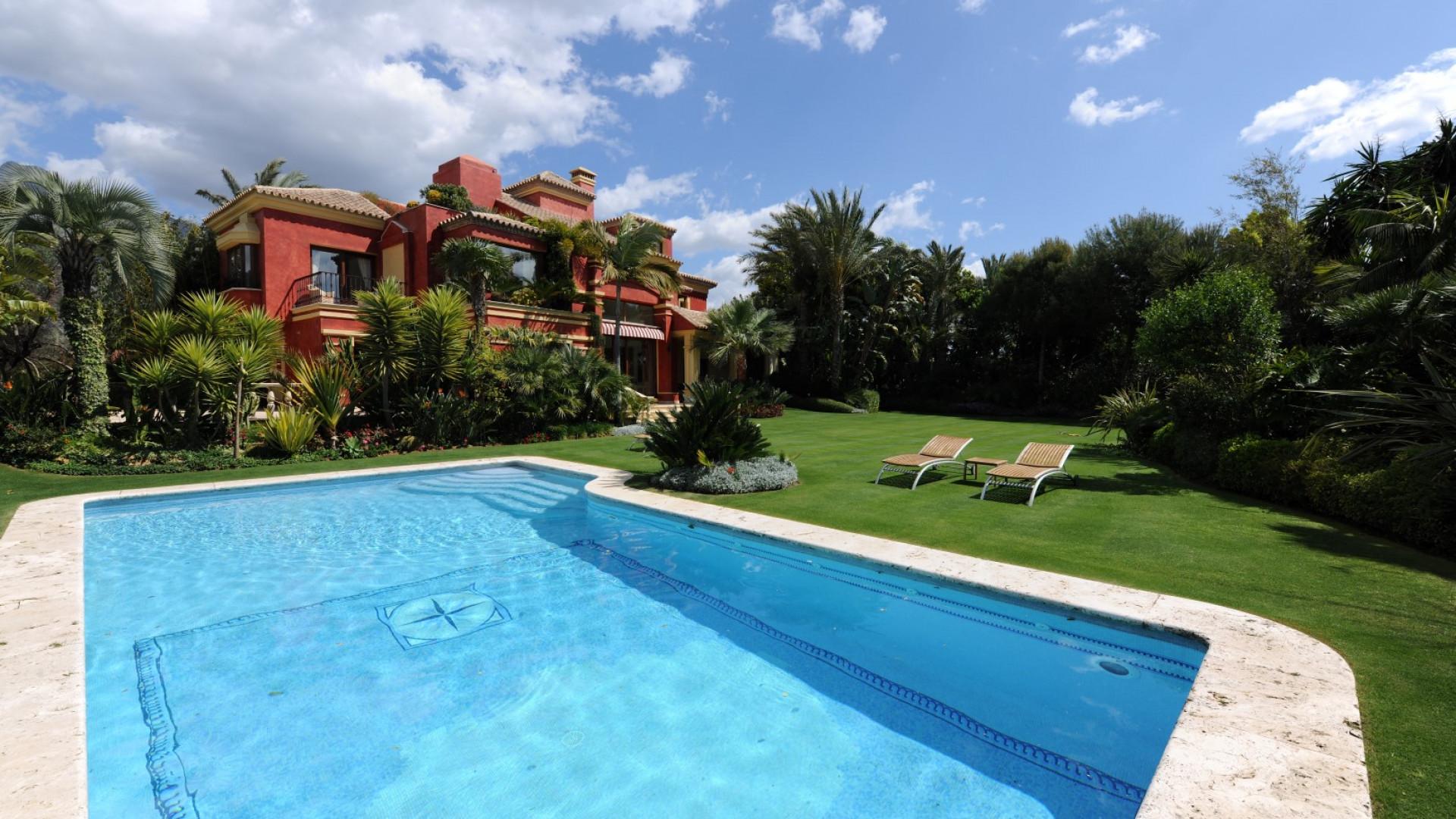 Baños Romanos De Manilva:Propiedades en venta en Altos de Puente Romano, Marbella Golden Mile