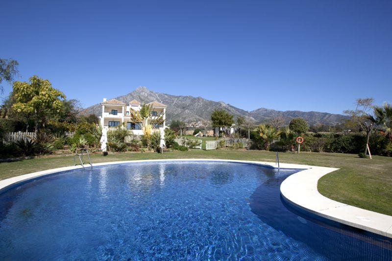 Baños Romanos Casares:Villas en venta en Nagüeles, Marbella Golden Mile