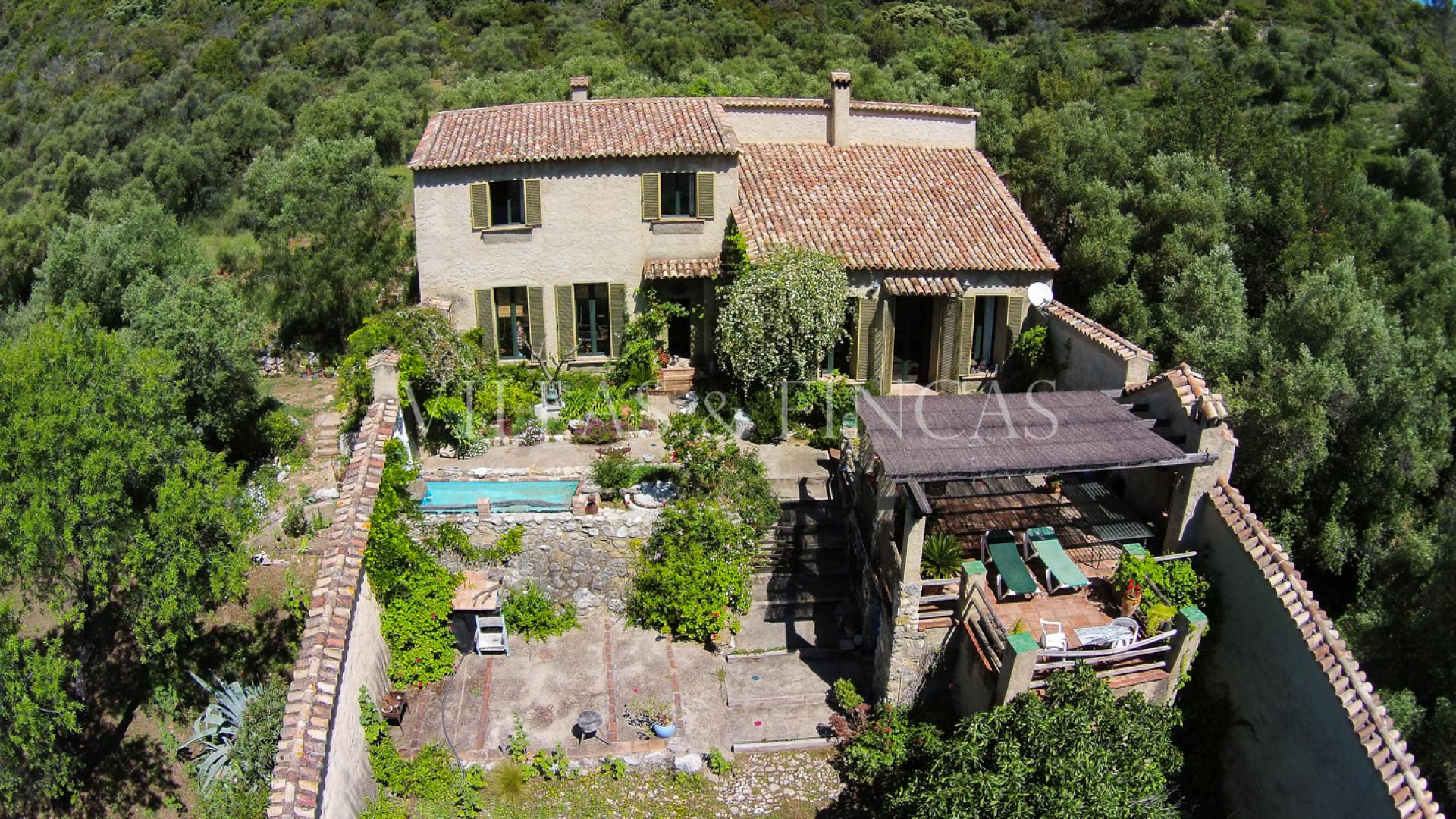 Fincas de olivar y vi edos en venta en el bosque casa de for Chalets en la finca