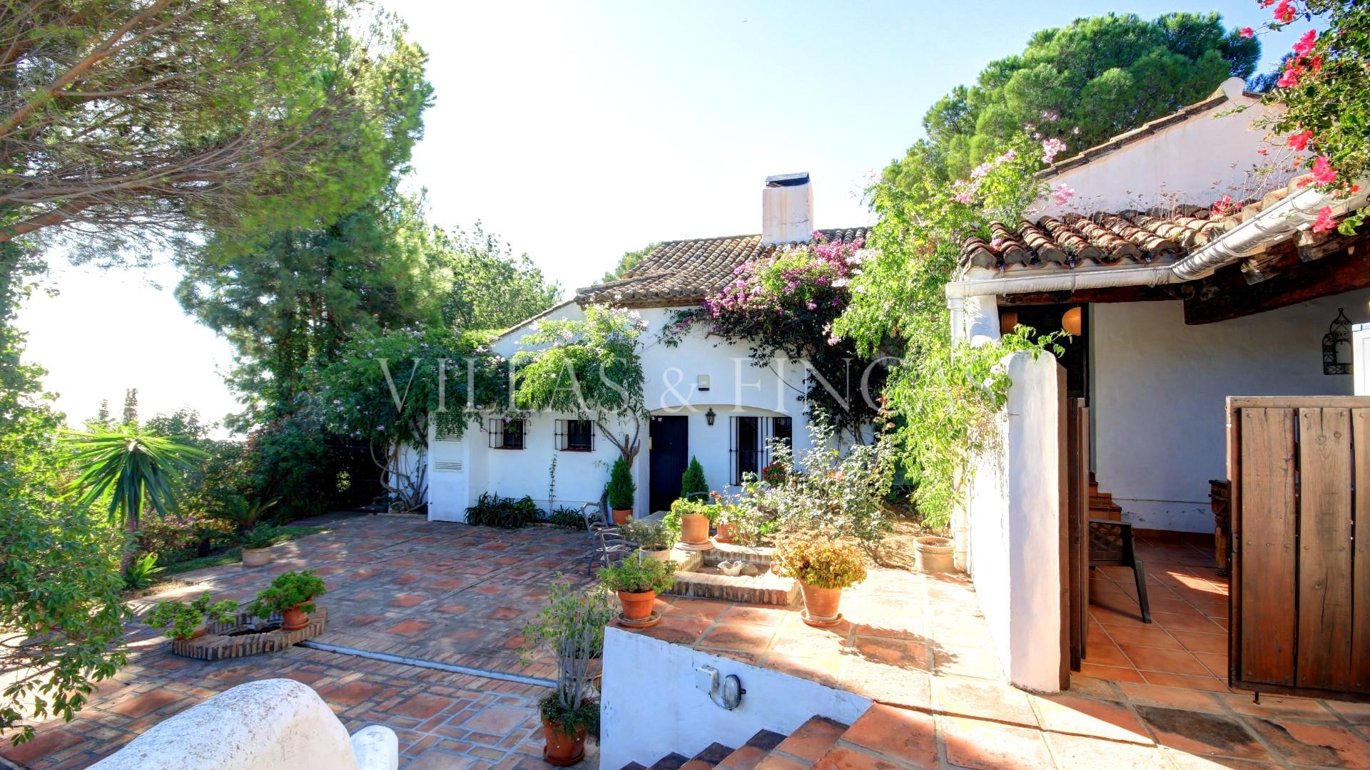 Villa for sale in Los Reales - Sierra Estepona, Estepona