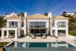 Frontline golf modern villa in Los Flamingos