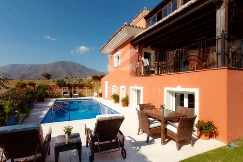 Beautiful detached villa for sale in Seghers Estepona