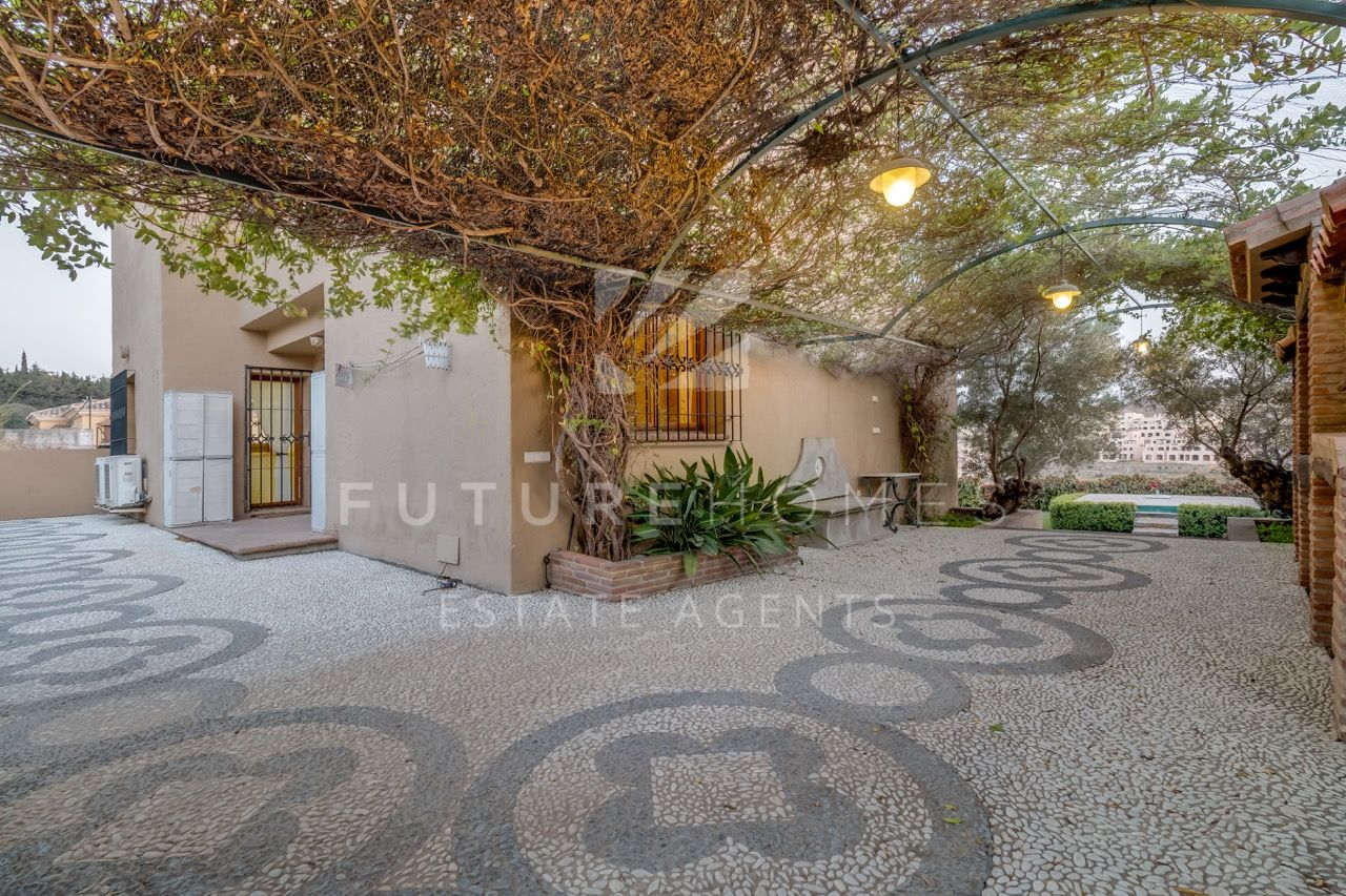 Beautiful rustic style villa for sale in Valle Romano Estepona