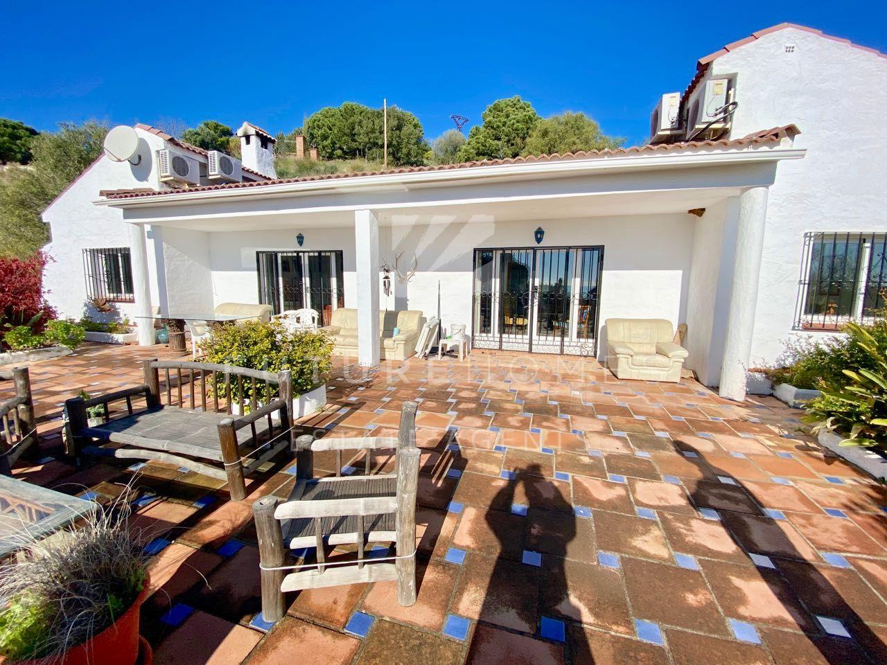 Beautiful Andalusian style country property with sea views in Los Reales, Estepona