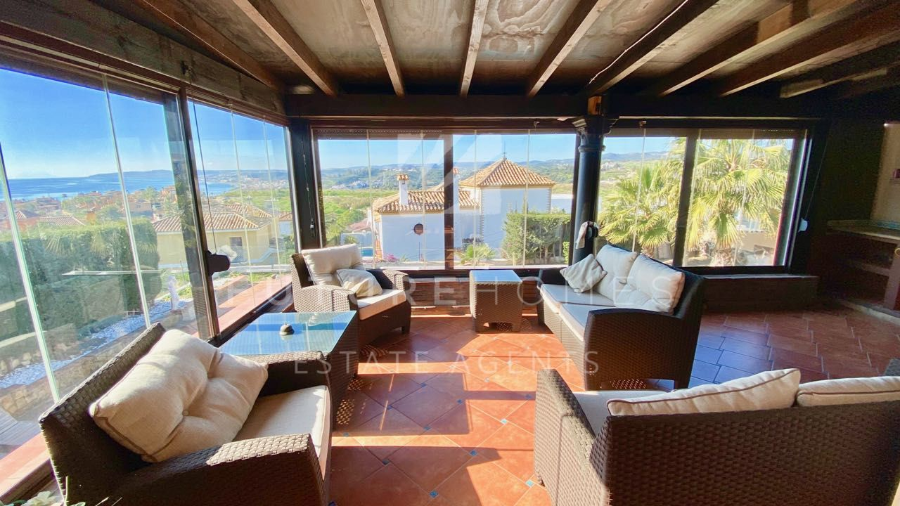 Detached villa with super sea views in the popular urbanisation of Seghers next to Estepona port