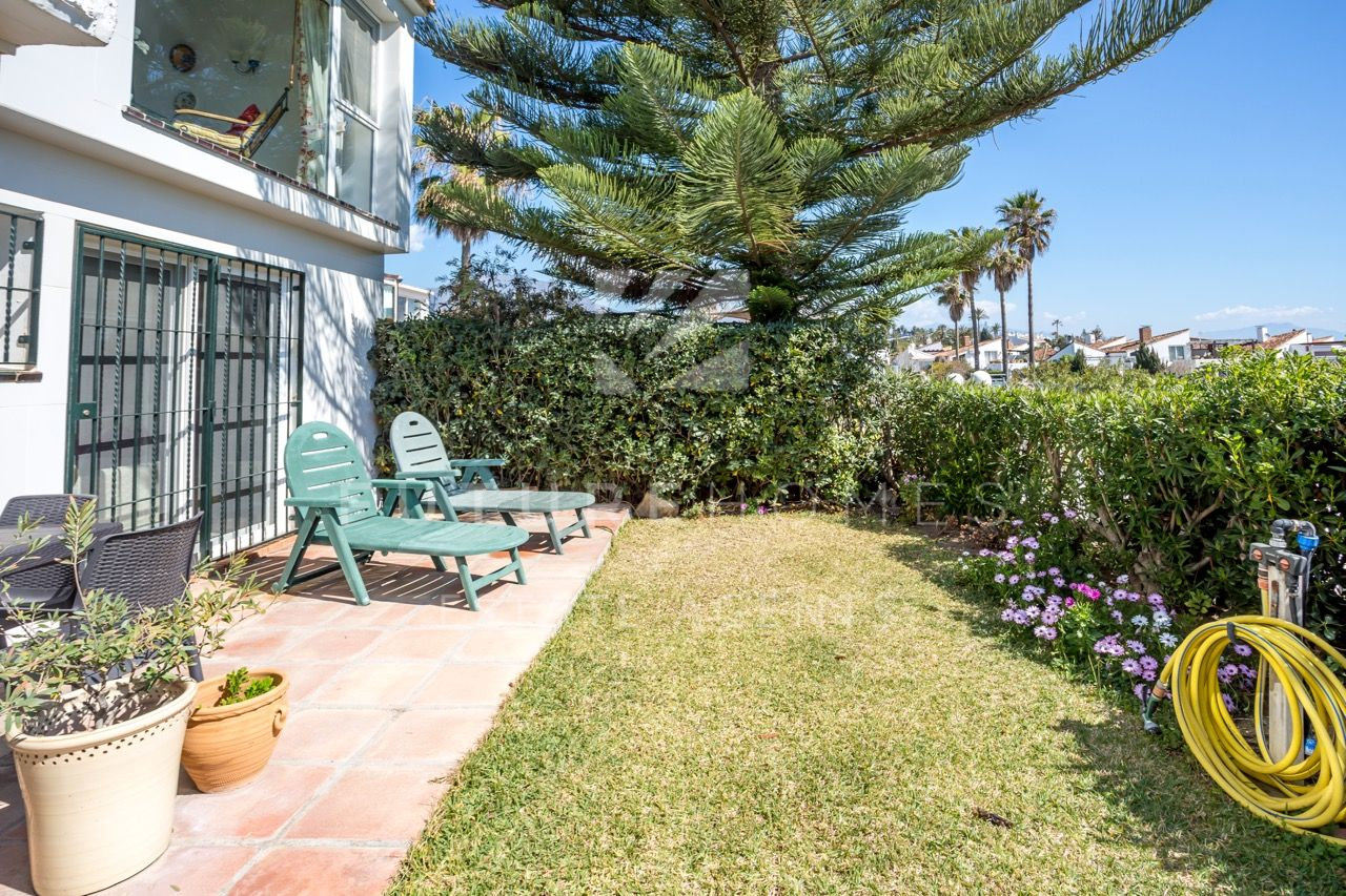 Spacious and bright villa for sale with sea views in Bahia Dorada, Estepona